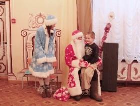 Гомельские таможенники подарили воспитанникам детского приюта новогоднее настроение