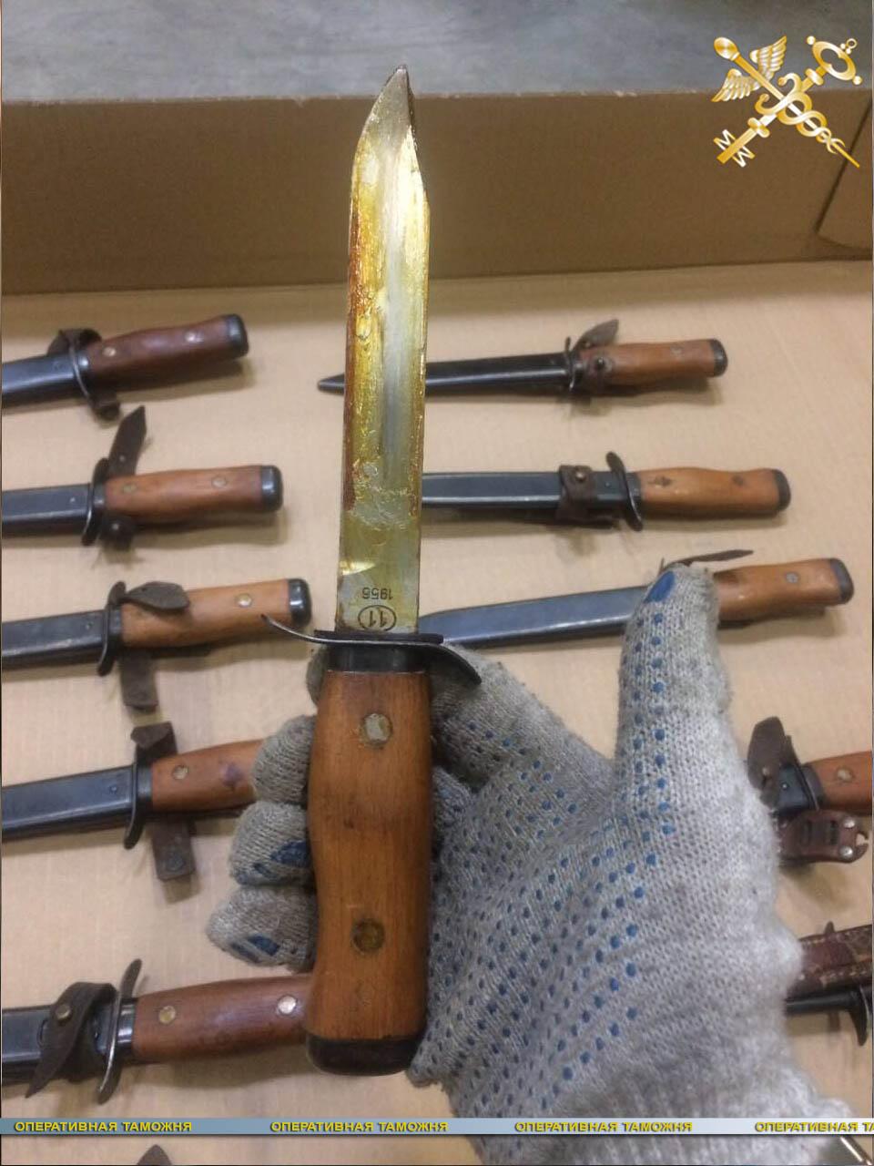Незаконное перемещение 20 ножей пресекли белорусские таможенники